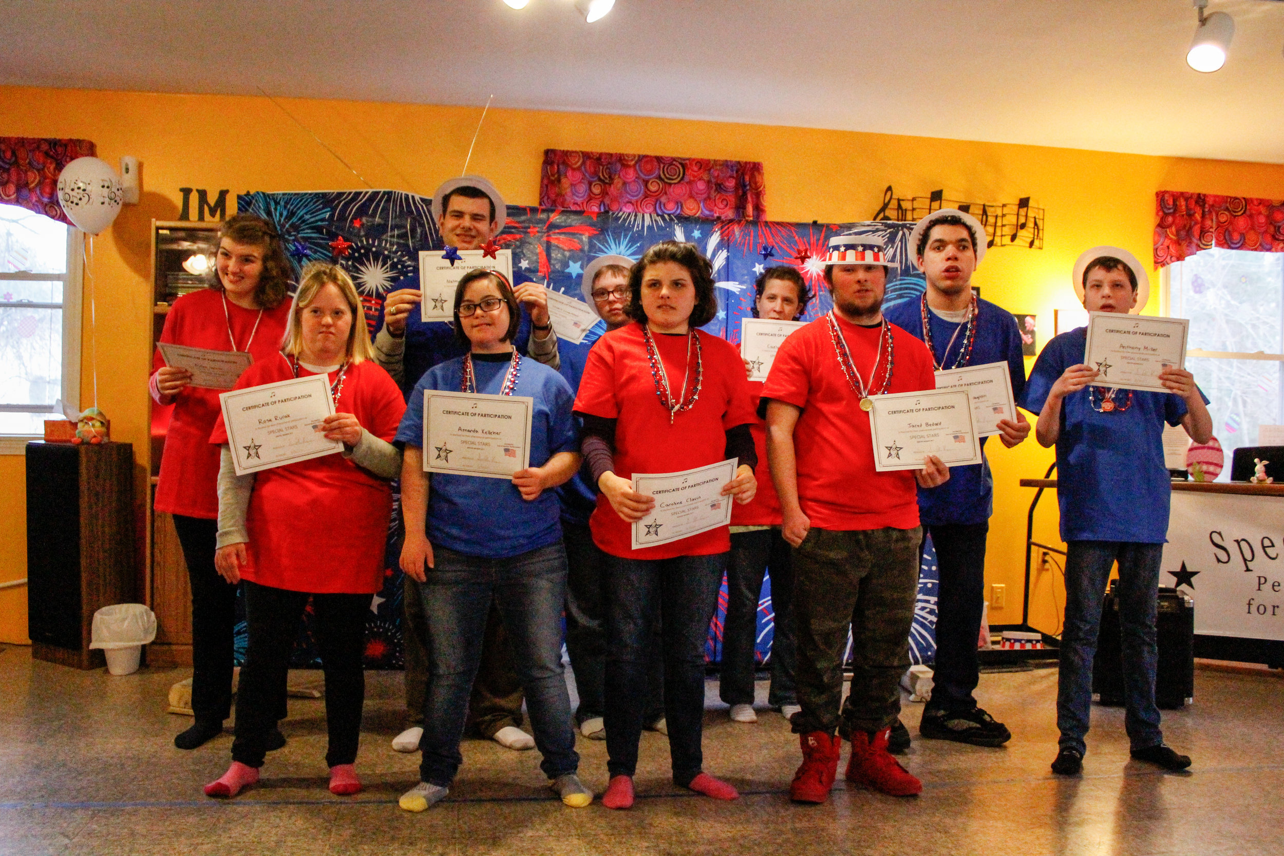 Winter 2016 Showcase, Special Stars showing off their certificates