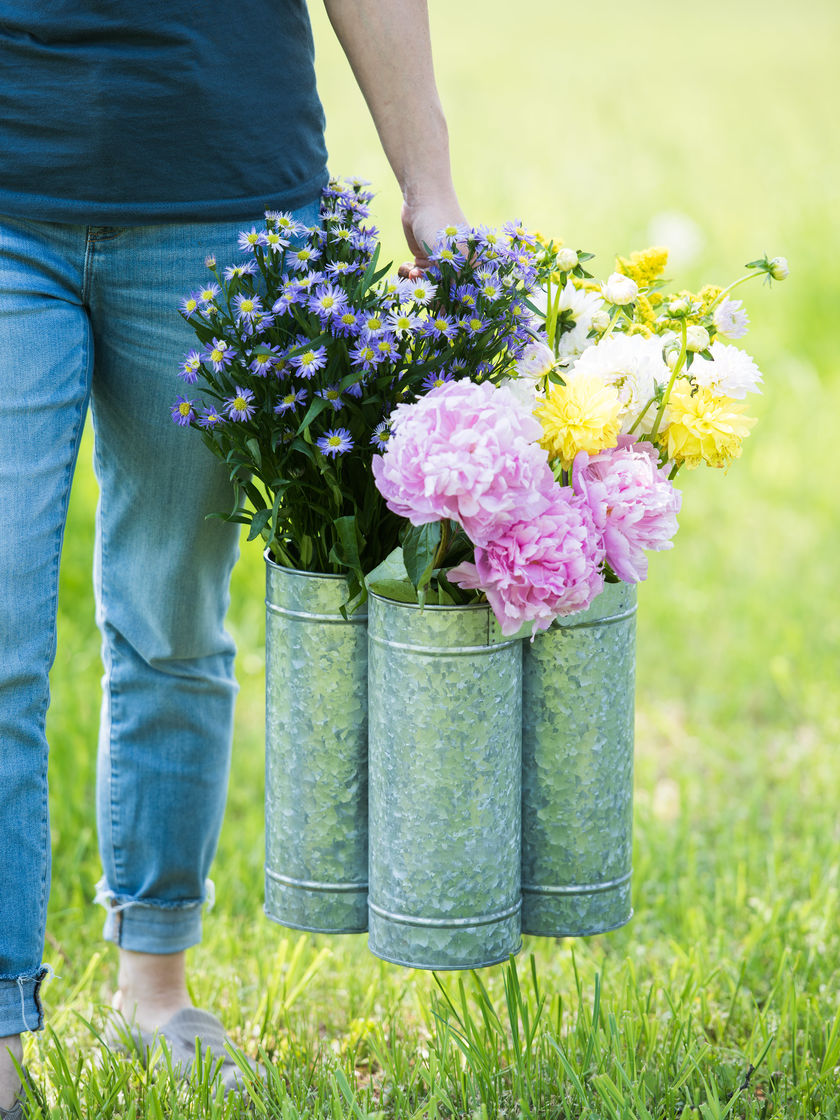 8597387_0383_rustic-galvanized-iron-flower-caddy-with-four-french-market-buckets.jpg