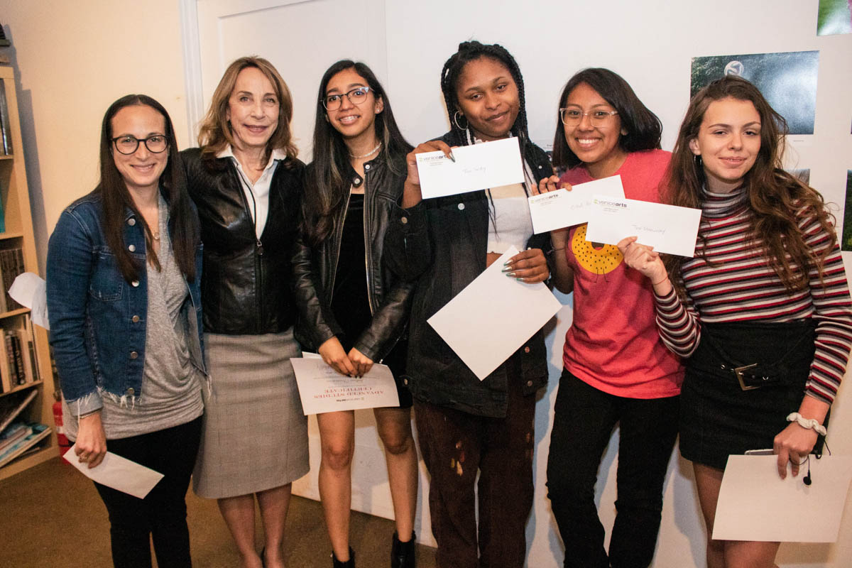 Pictured (left to right): Dani Friend & Susan Zwirn with Scholarship Awardees Julissa, Jaya, Citlalli & Jennifer. Not pictured: Lorraine