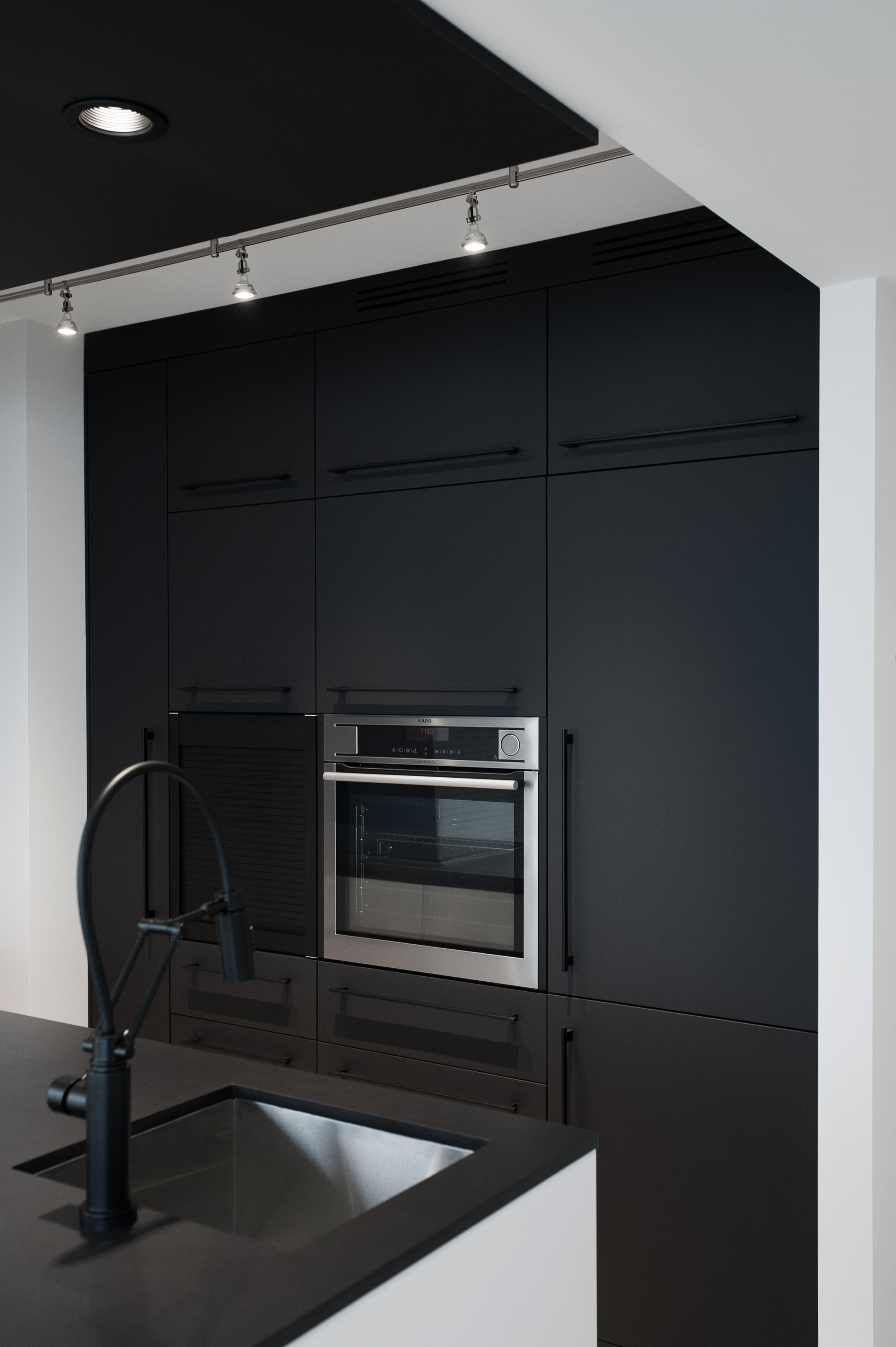 KITCHEN CUSTOM FURNITURE BUILT-IN CABINETRY VANCOUVER ANTHILL STUDIO DESIGN LOCAL