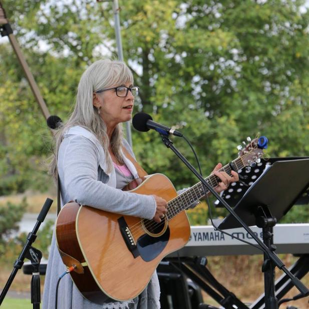 Jeannie Smith - Folk / Blues / Bluegrass Gospel / Singer-Songwriter