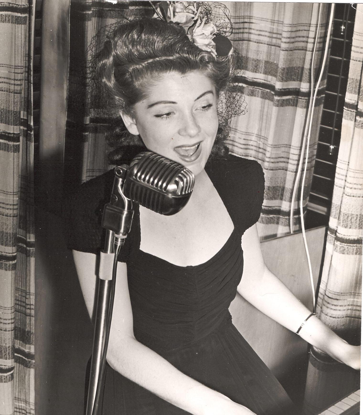 Ruth Wallis (young).jpg