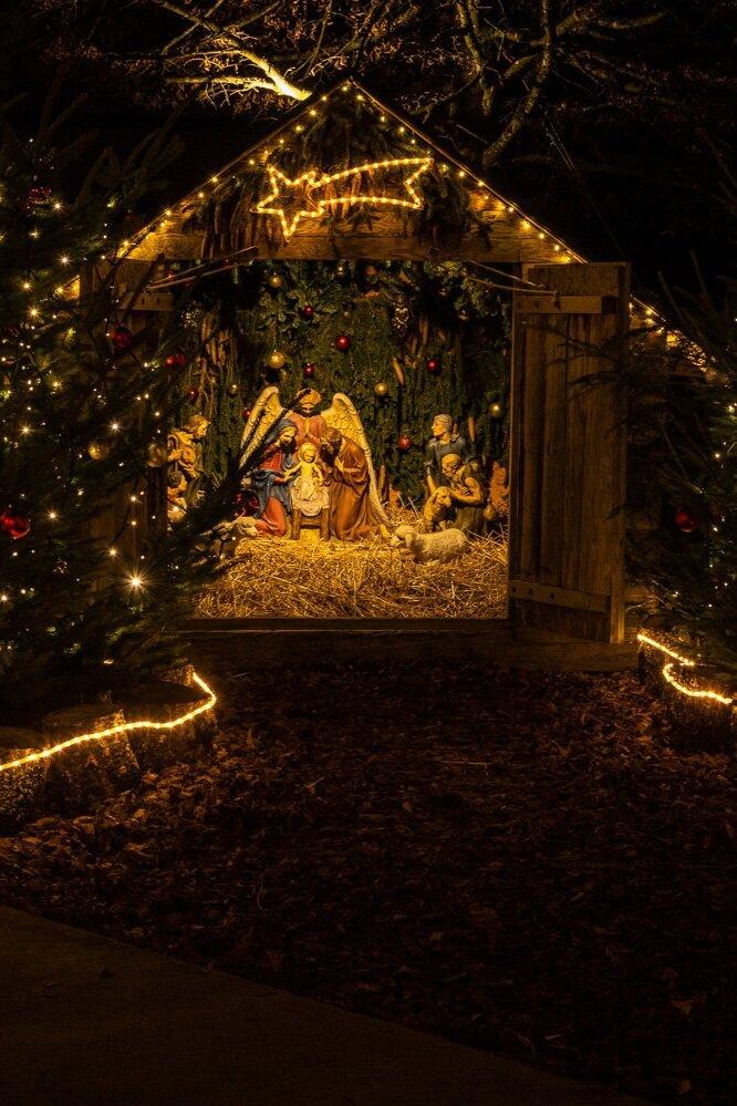 Adventsfenster und Krippe im Bären -