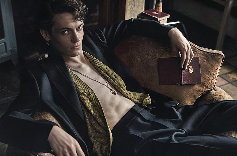 All clothes:  Bottega Veneta  / Necklace: stylist's own