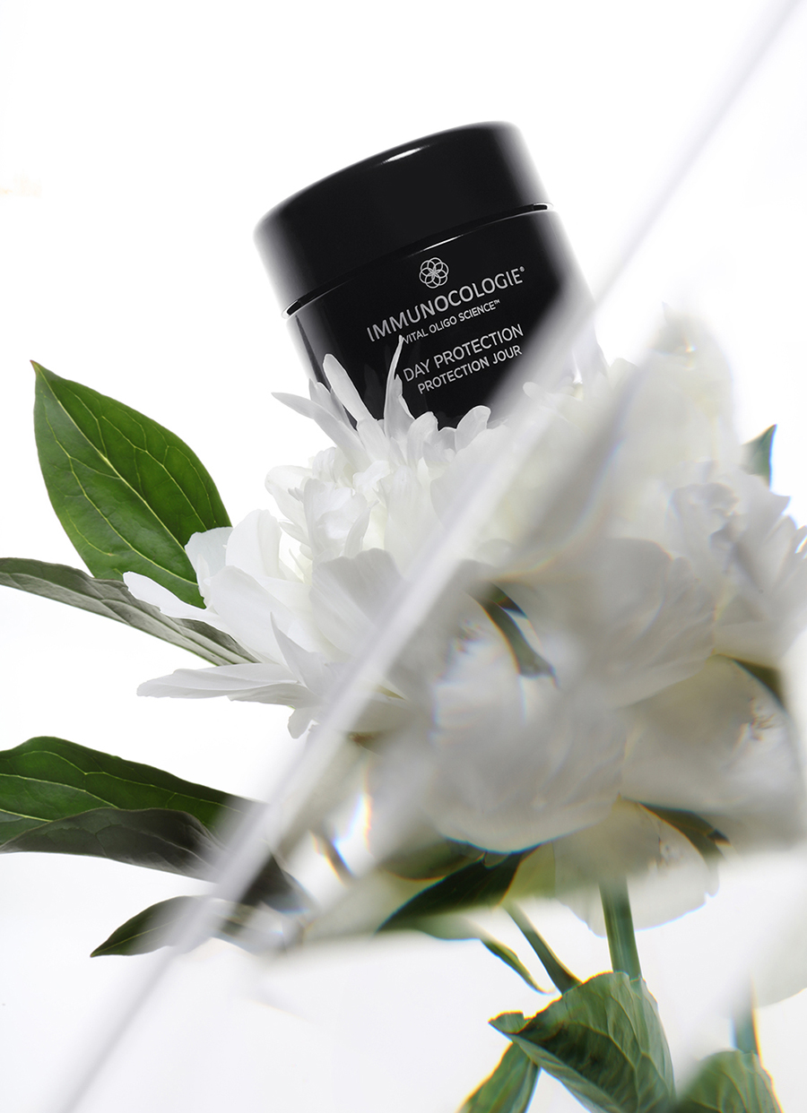 Day Protection  Stimulates natural hyaluronic acid for increased hydration. Smoothes and softens the appearance of fine lines and wrinkles. Contains anti-inflammatory properties to soothe irritation. Key ingredients: Shea Seed Butter, Desert Date Leaf Extract, Borojoa Patinoi Pulp Extract