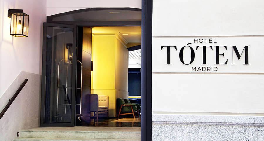 04_07_1611_21_47IMG_7502_facade_entrance_sign_hotel_totem_madrid.jpg