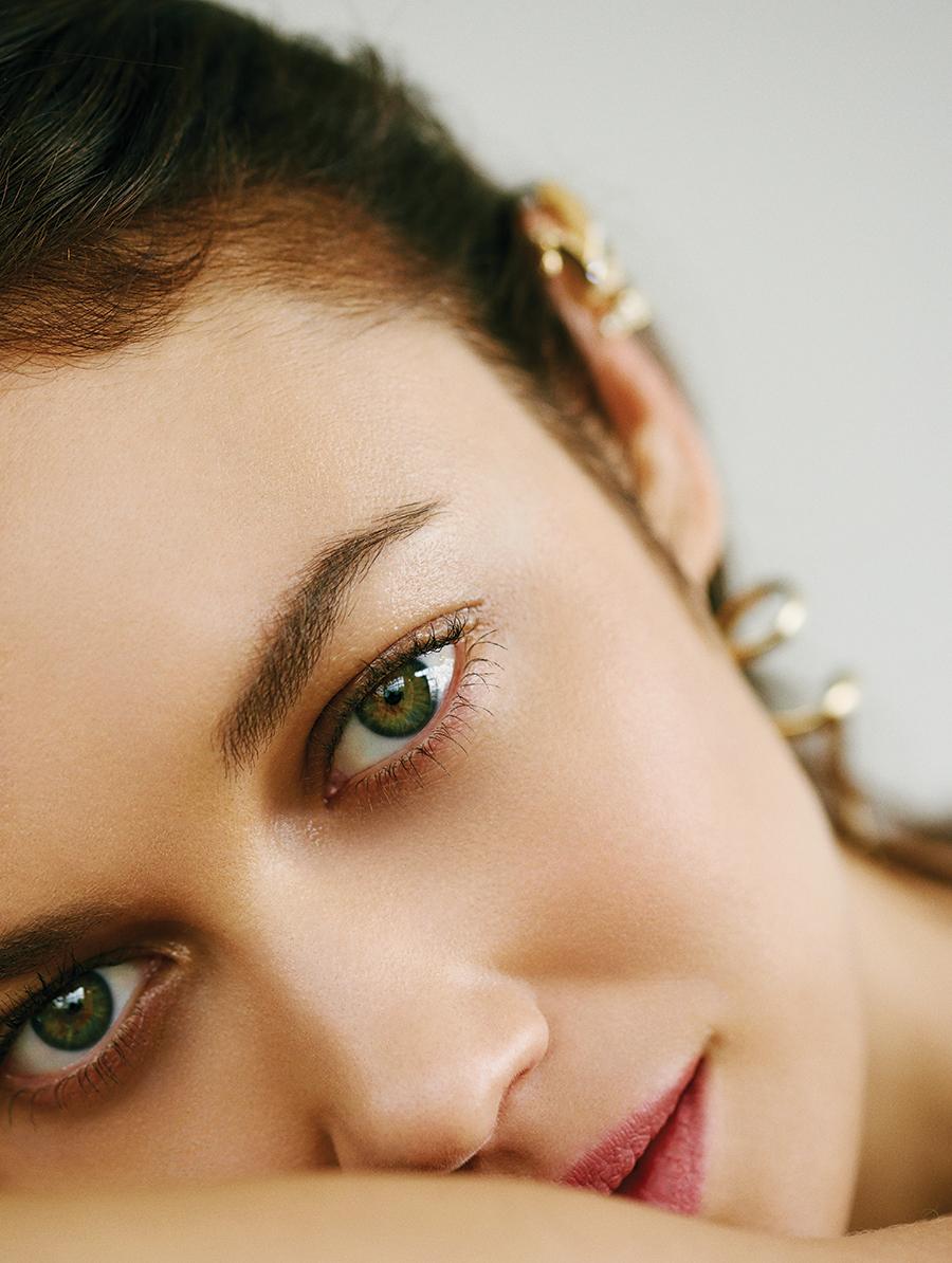 Gold earring:  Adeam