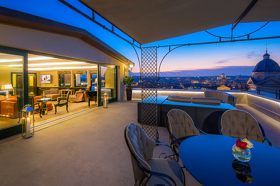Hi_LW2103_66029391_Hassler_Penthouse_terrace.jpg