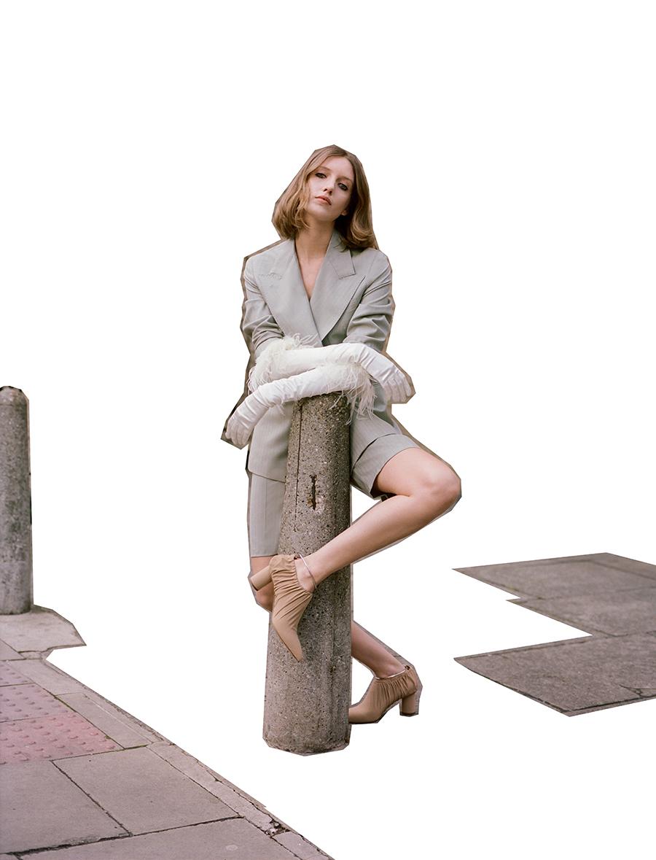 Short suit:  Giuliva Heritage Collection /  Feather gloves:  Dents /  Shoes:  Jil Sander