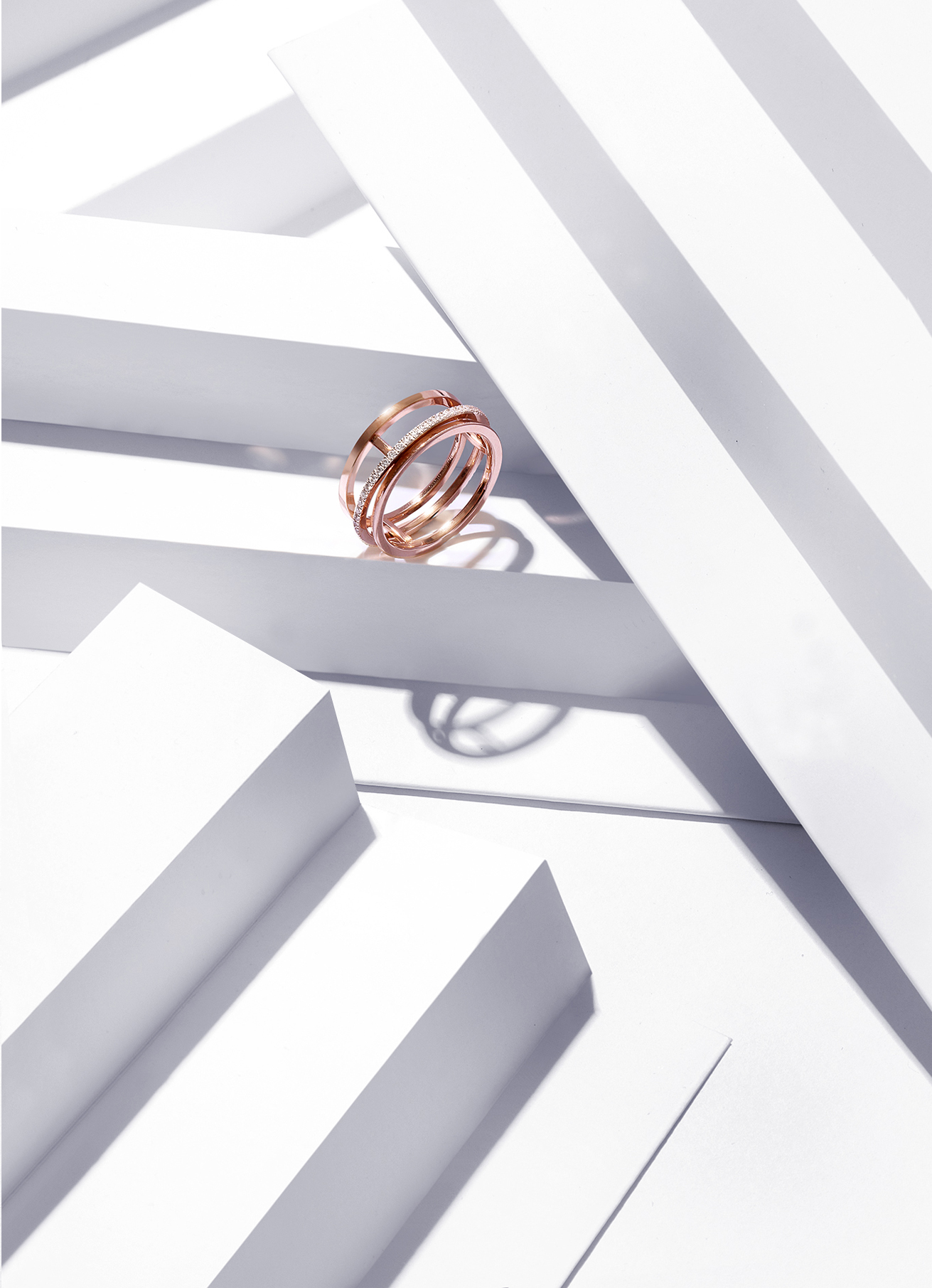 De Beers  Horizon  ring in rose gold and white diamonds. Approx 0.36 carats. £2,850