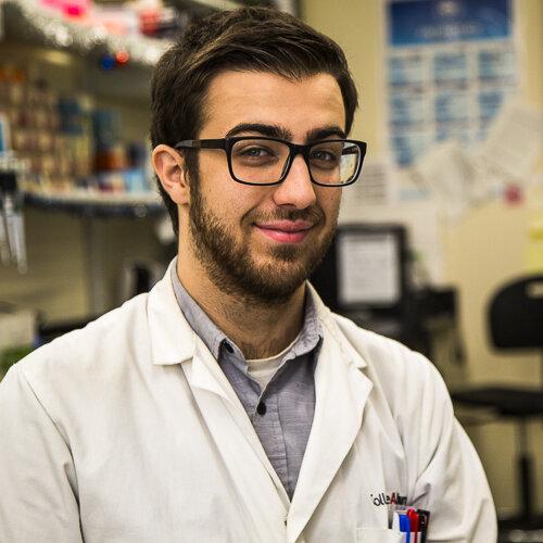 Simon Jeanneau    Responsible beekeeper | MSc    Student, Uni. of Sherbrooke, Canada