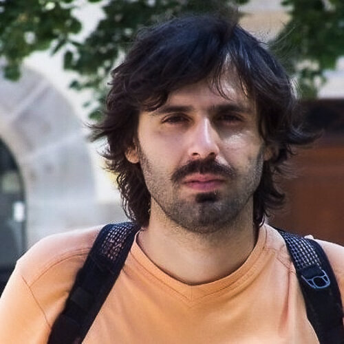 Vittorio Milone    Co-Founder, Do It Youself With Others    BioFabbing Lab Napoli, Italia
