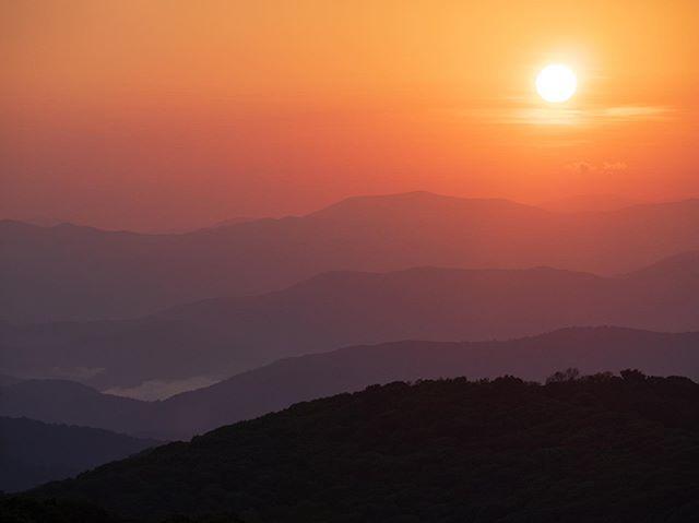 Appalachian Sun. #appalachianmountains #maxpatch #paddyopictures #chasinglayers