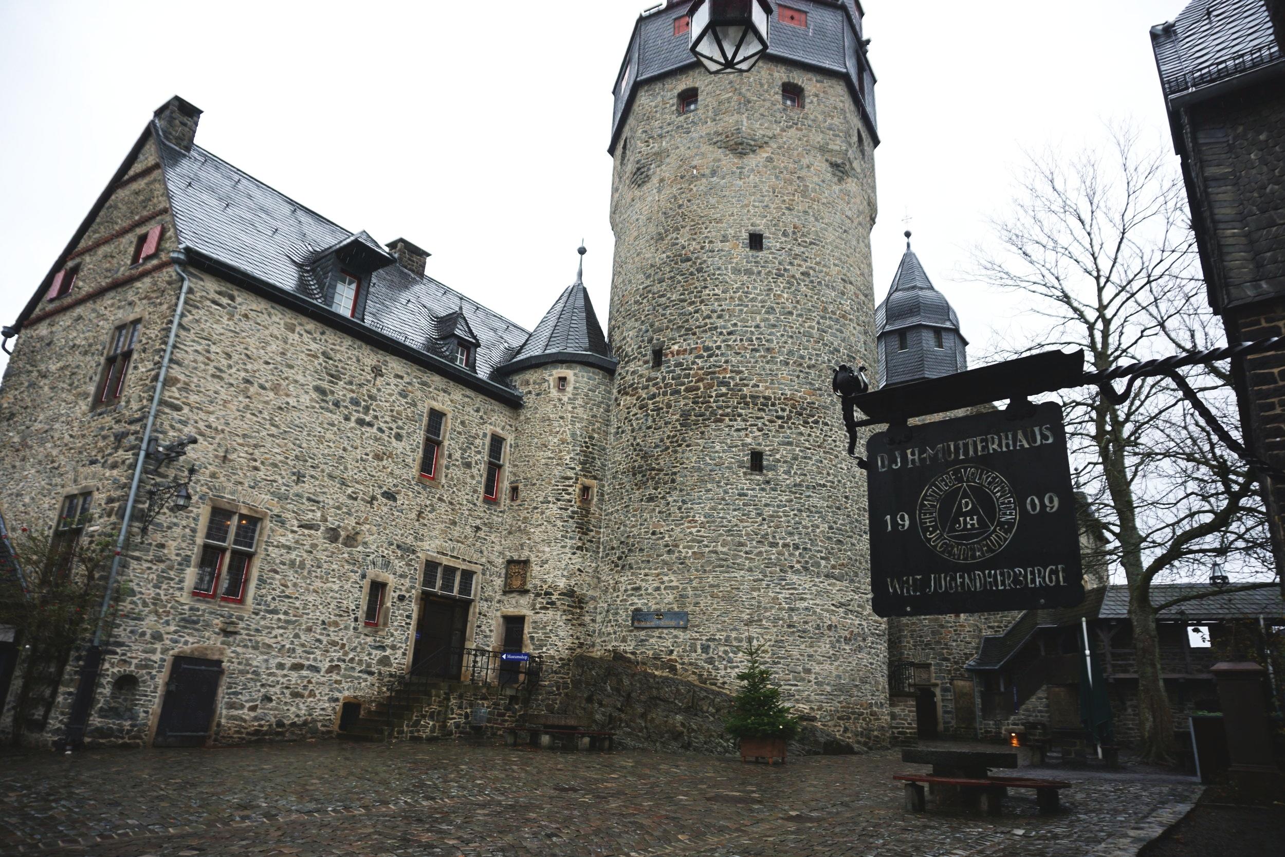 Burg Altena and hostel Germany.JPG