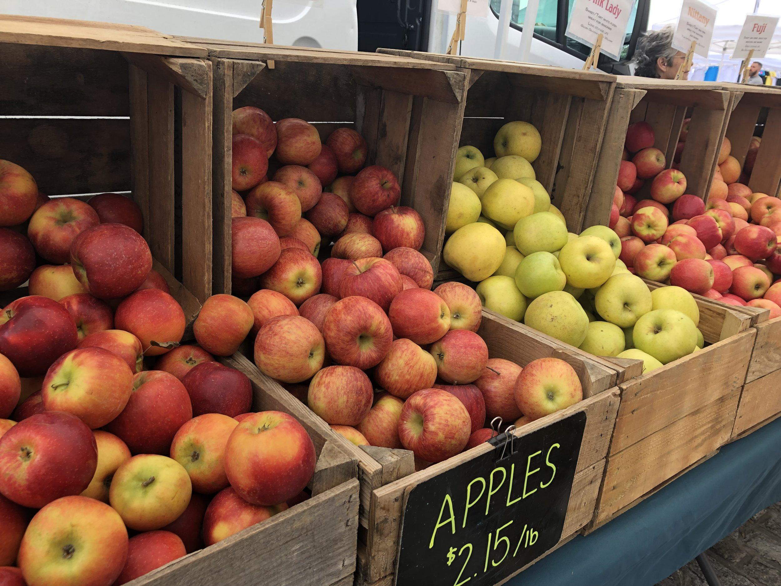 Fells-Point-Farmers-Market-apples.jpg