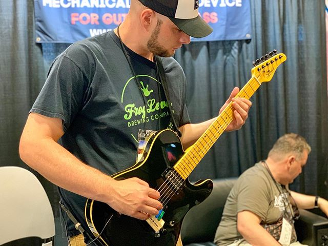 @jeremy_wade_music of @deadendparade testing out the @gizmotronllc at #SummerNAMM last weekend!  @thenammshow @nammfoundation @soundstudio412 @steelpenguinrecords @frog_level @thenorthface  #strat #guitar #gear #new #music #NAMM #prototype #gizmotron #gizmo #WNC #AVL #TN #nashville #rock #newmusic