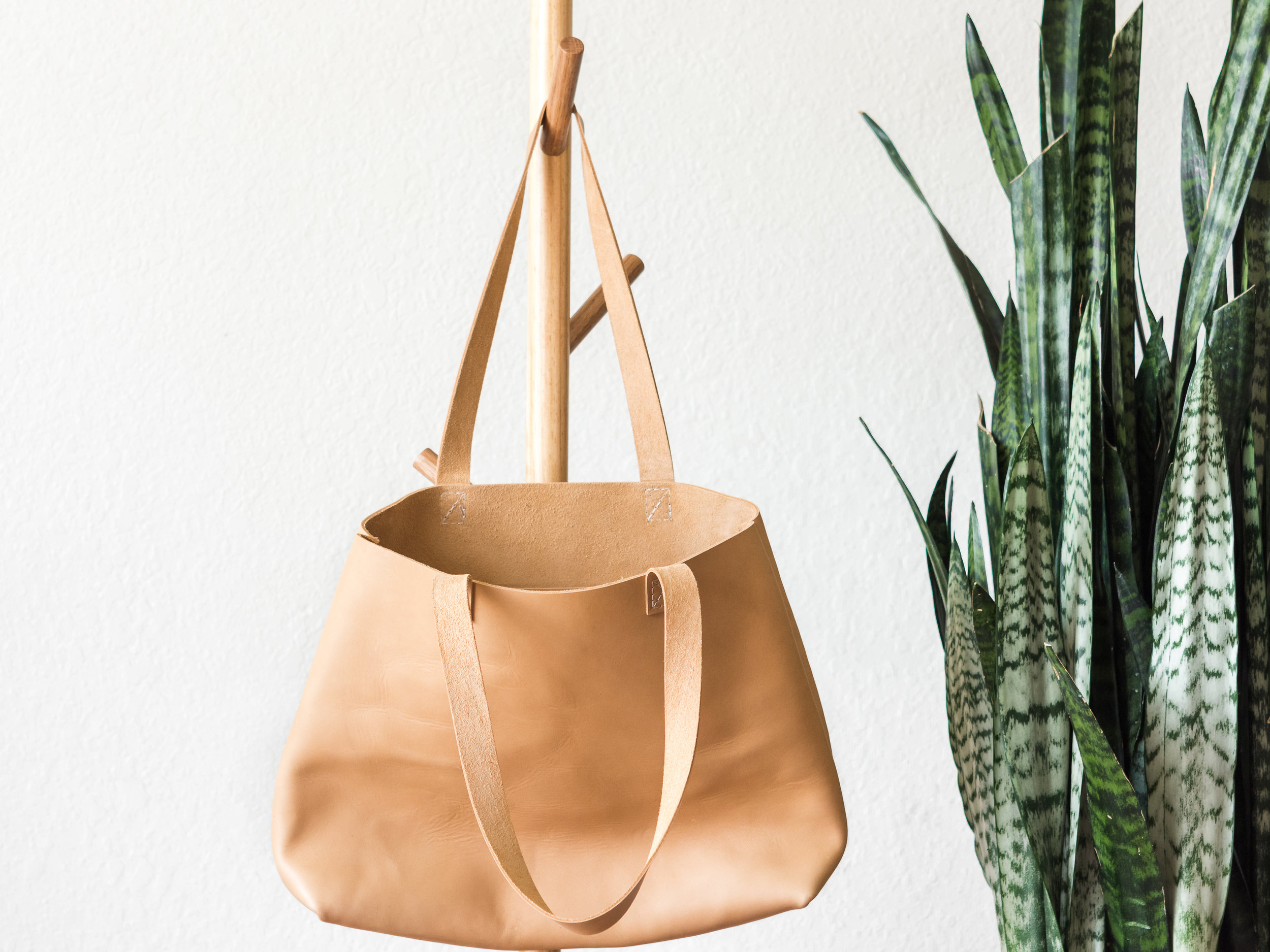 classic leather tote in natural 2.jpg