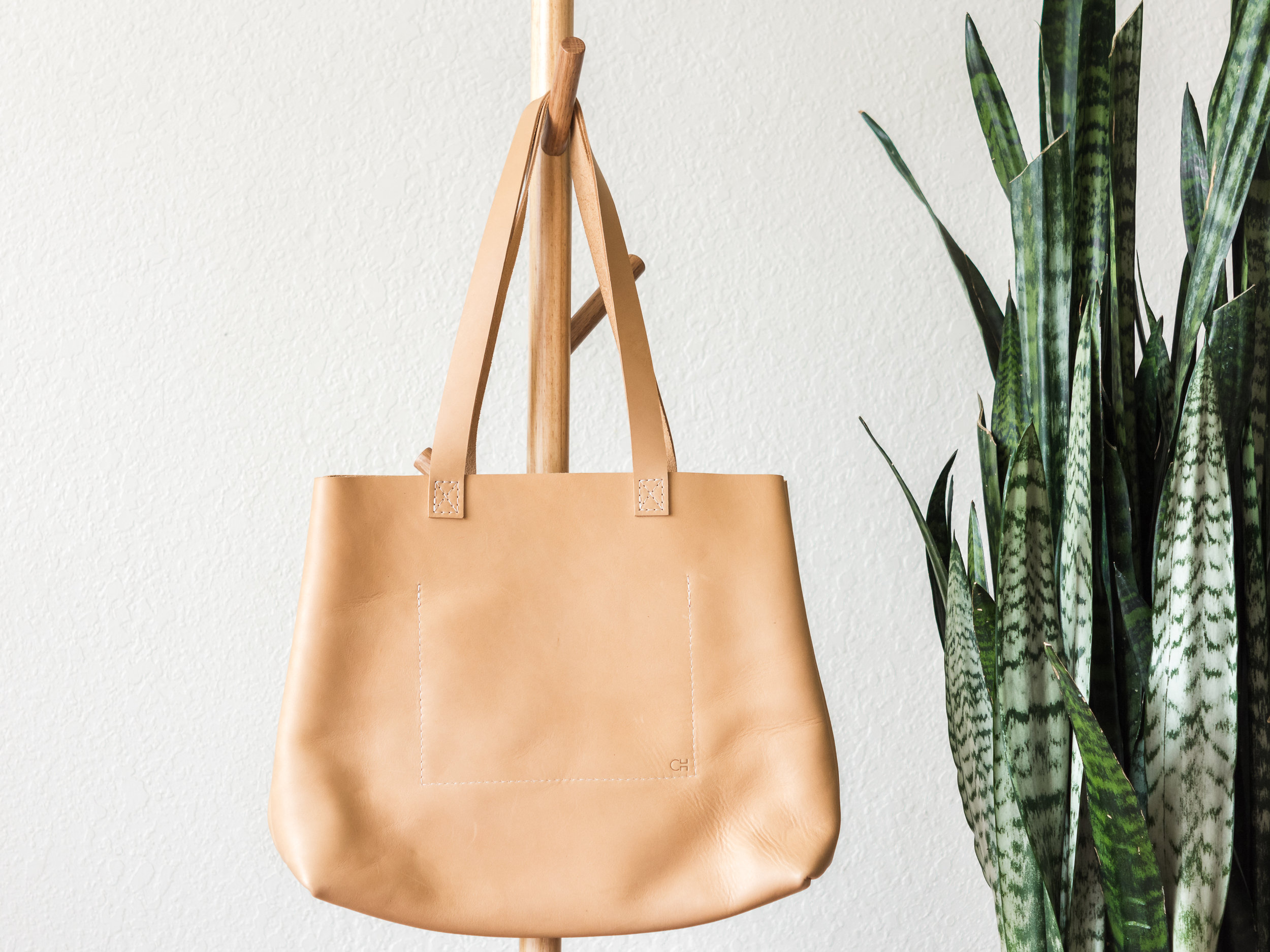 classic leather tote in natural 3.jpg
