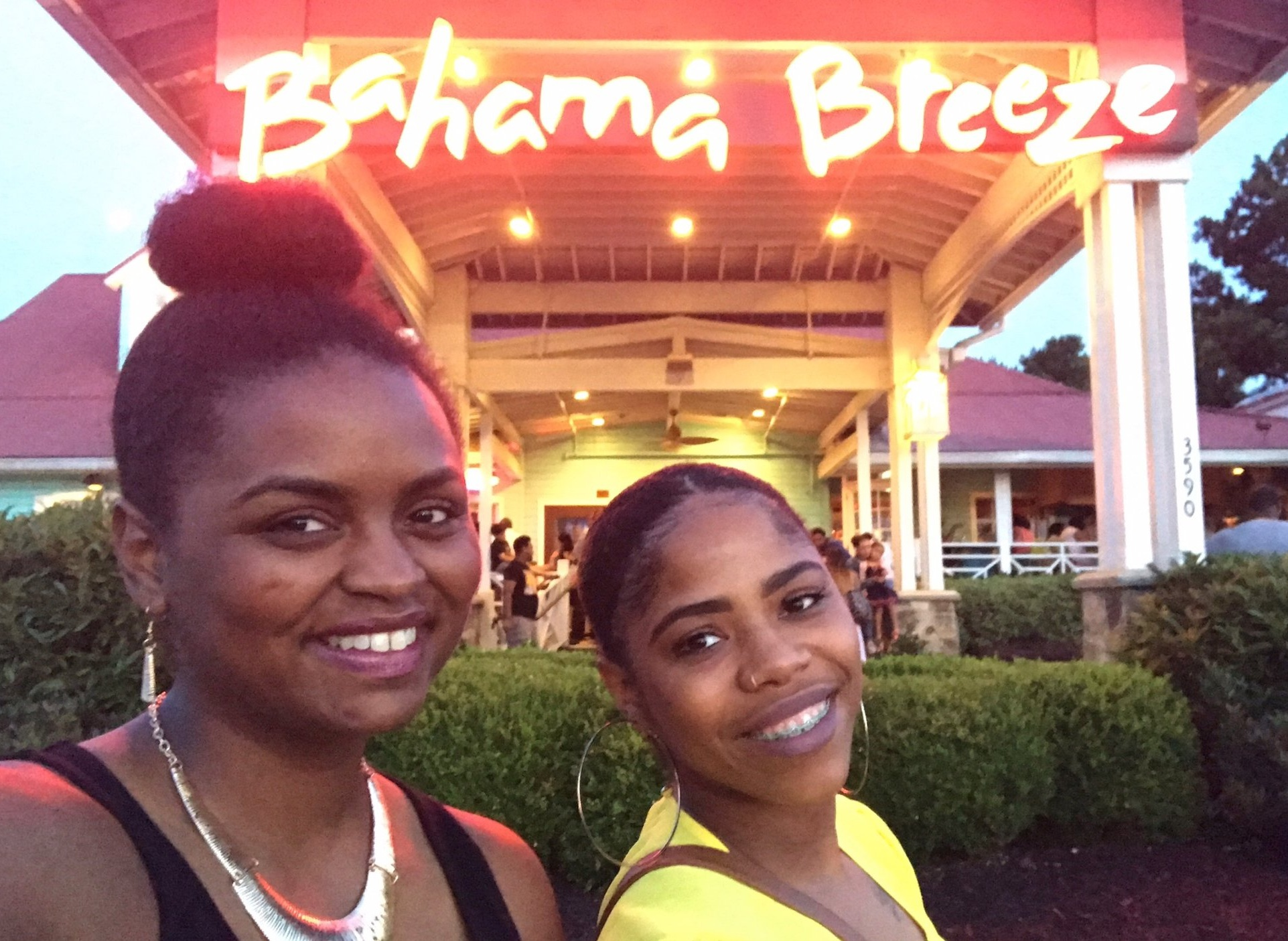 On my last night in Atlanta, we visited Bahama Breeze with friends! #VonneVoyage