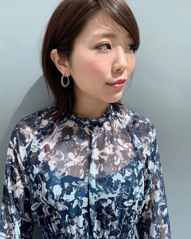こんばんは☺︎ KIKKAKE@depthです◎  本日はスタッフの私服、ご紹介◎ レセプションのおぶちさん( @kikkake_mayu )の私服がとても可愛かったんです! 春らしい花柄とブルーの色合いで可愛くなりすぎない雰囲気がおぶちさんにとても似合っていました!  各々で全く違う系統のお洋服を着ているからこそチェックしてしまうスタッフの私服🌸 それぞれ自分なりの春服コーディネートでフロアに立っております! お店にお越しの際にはスタッフの私服にも注目してみてください✨