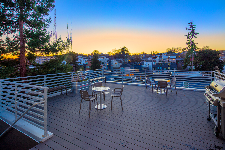 Rooftop Deck & BBQ