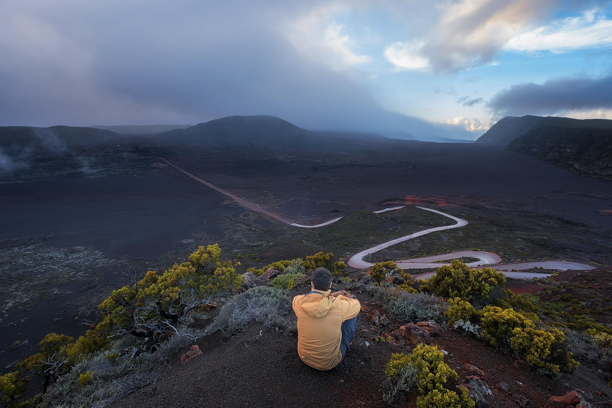 La Réunion offre un superbe terrain de jeu aux amateurs d'images. J'espère vous donner envie de découvrir cette île au travers de mes photographies.