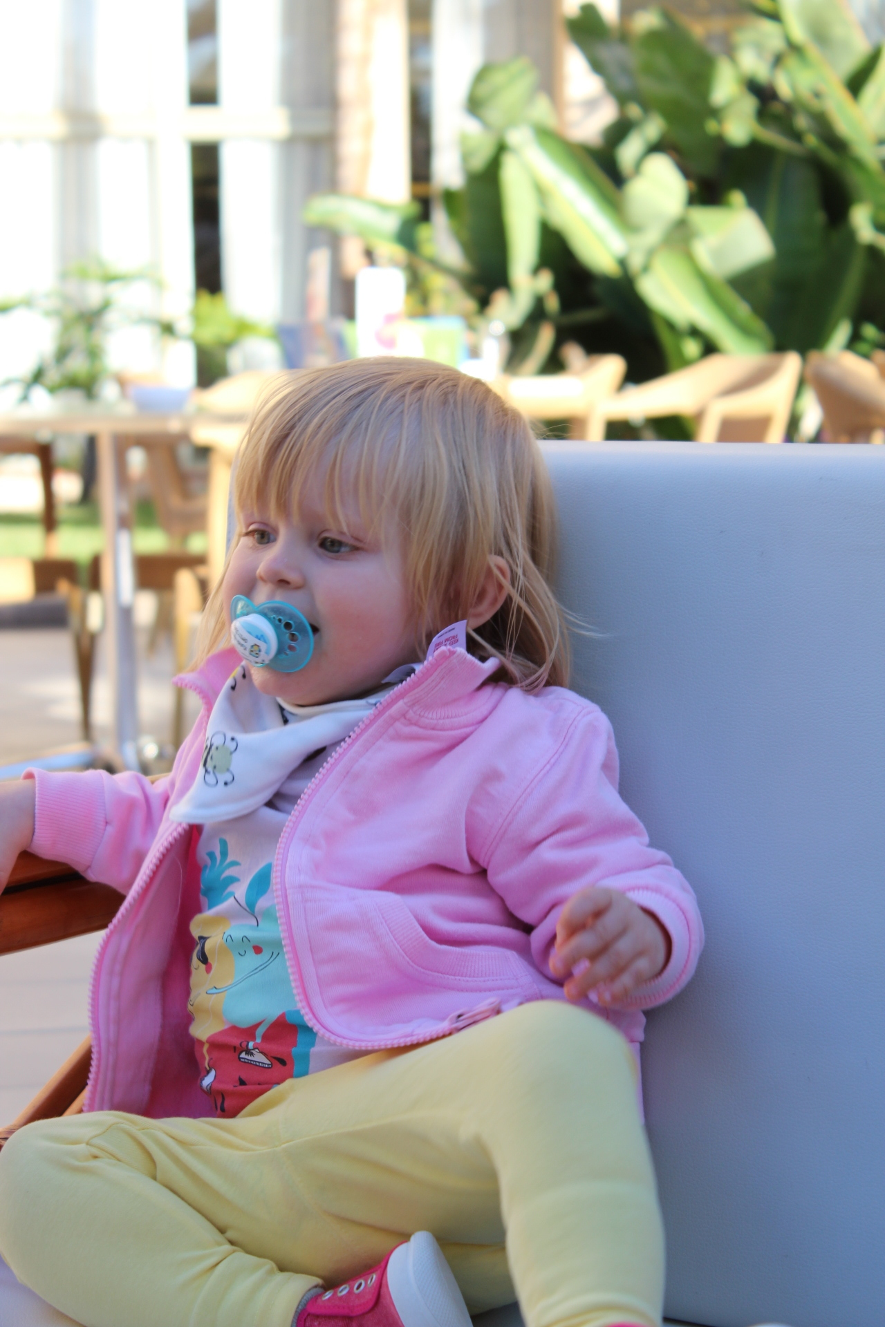 Edith älskade att hänga i loungemöblerna kring snacksbaren