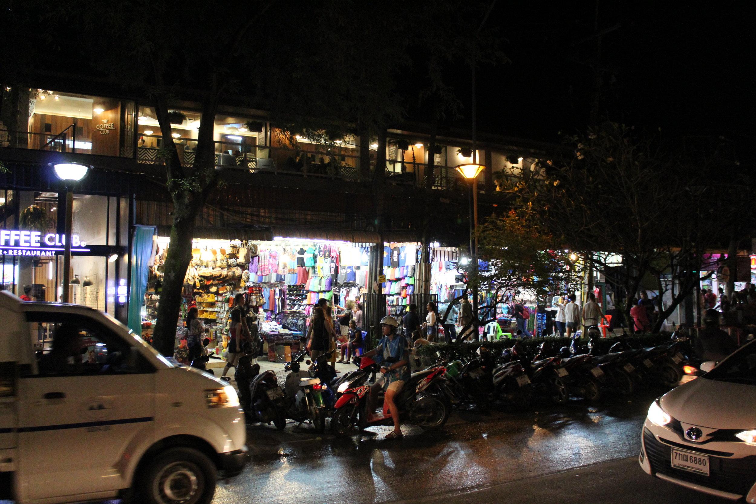 Huvudgatan i Ao Nang