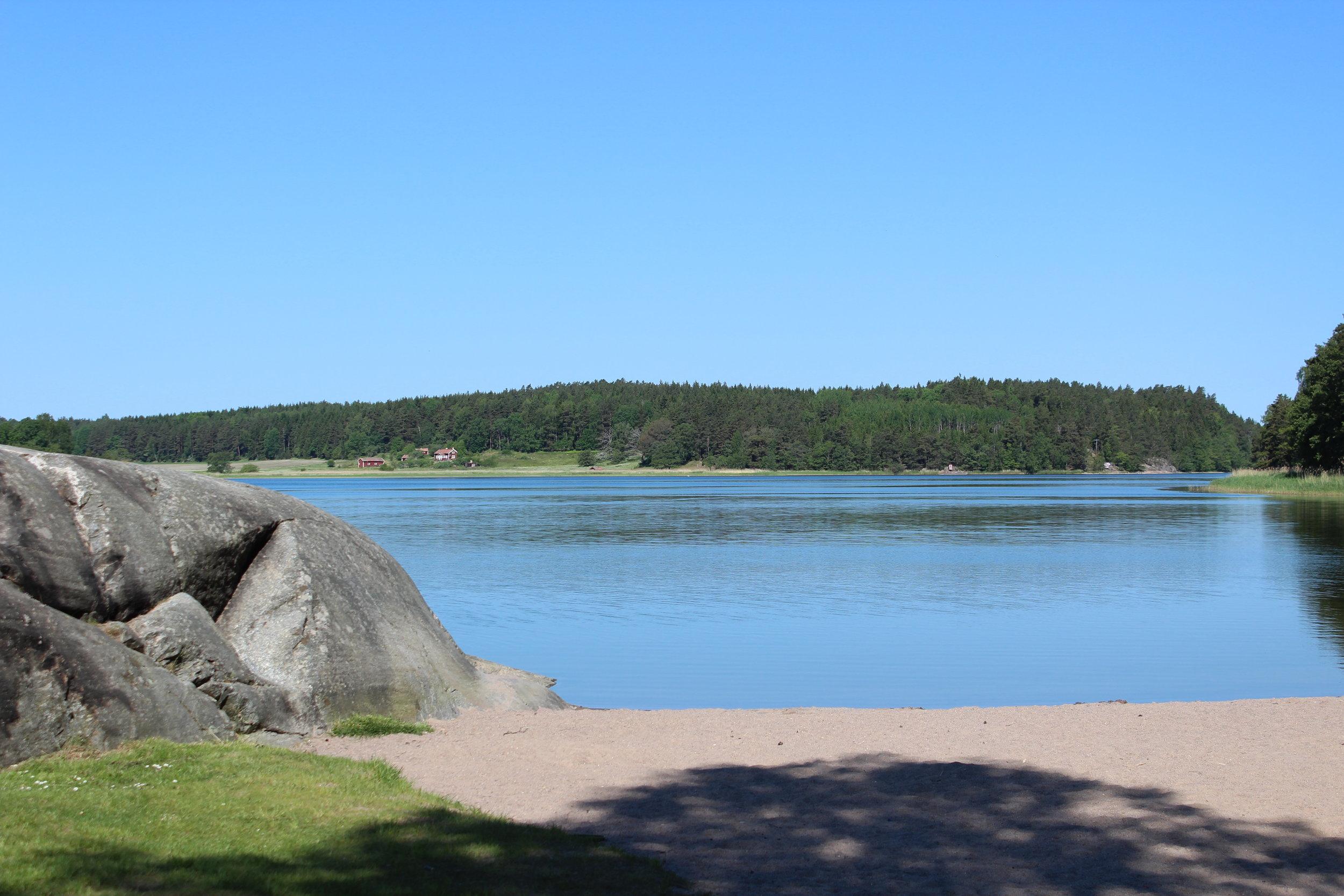 Och så stranden en bit bort, vem vill inte semestra här?