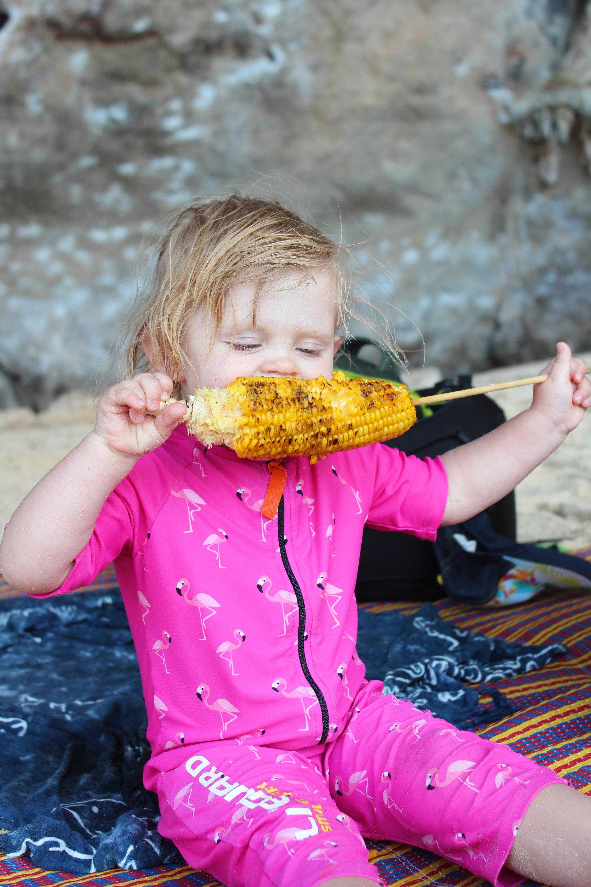 Det bästa med Thailand enligt Edith - majs på stranden