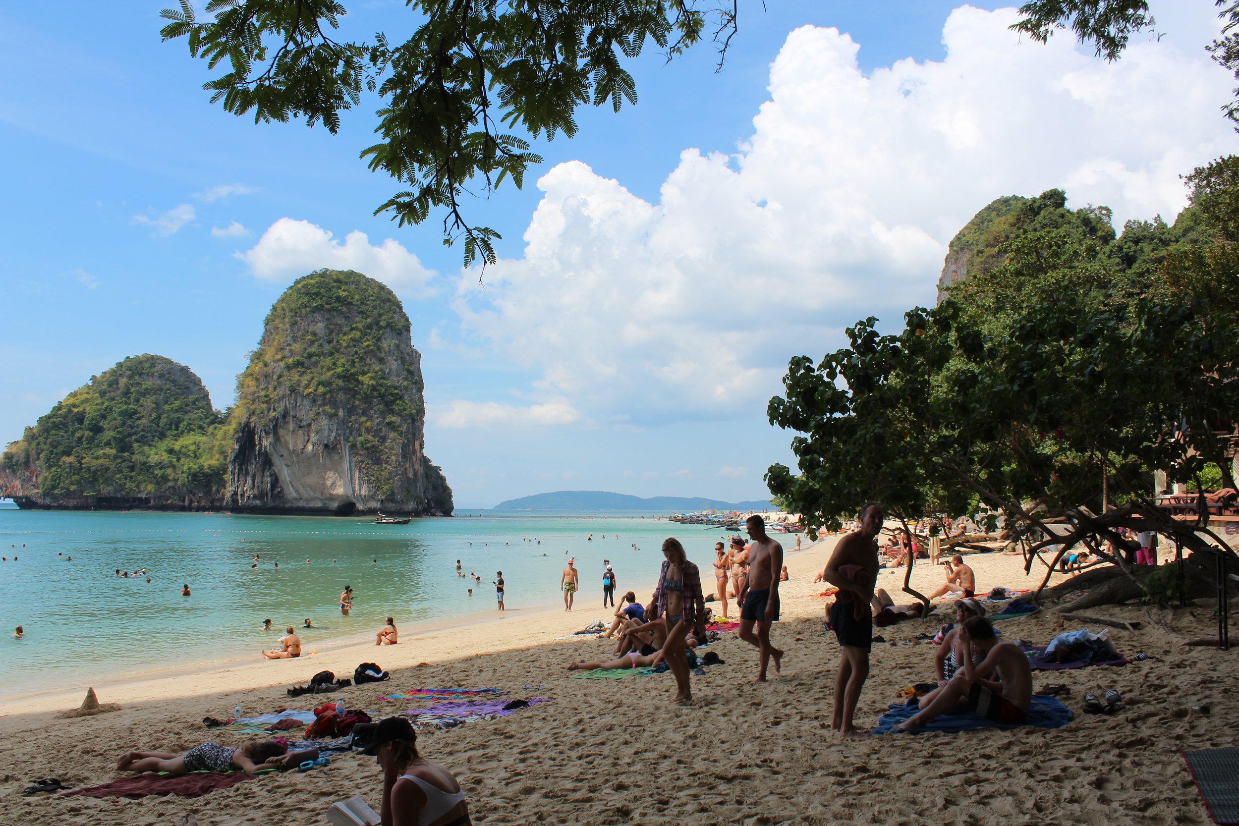 Välbesökt strand, men lugnt och skönt