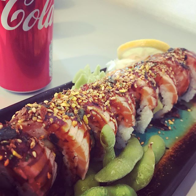 Förra veckans lyxlunch. Vill ha varje dag. ~ ~ ~ Last weeks most luxurious lunch. Want sushi everyday!  #sushi #lyxlunch #matlådanärkvarikylen #spenderadkrona #vardagslyx
