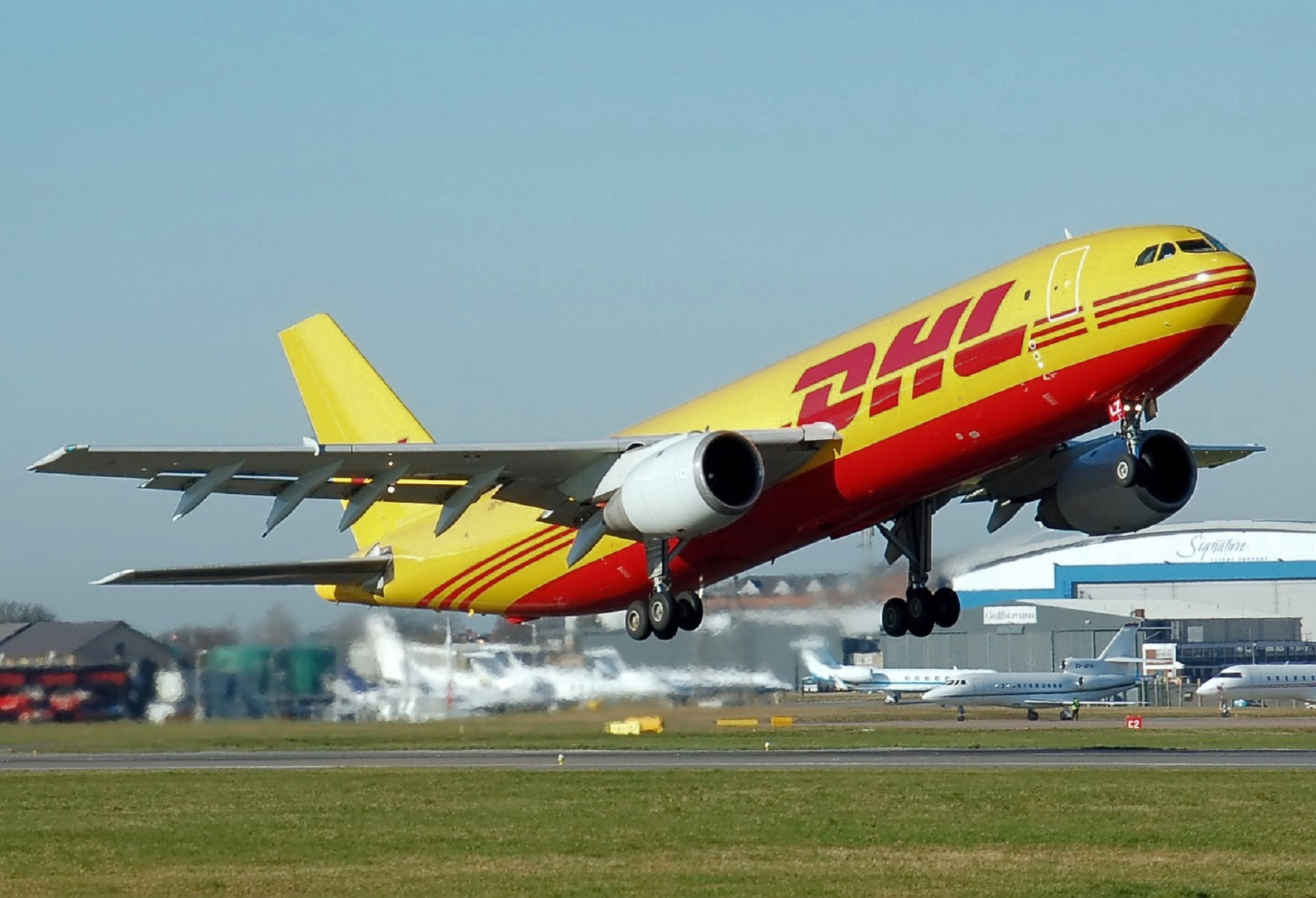 airplane-750753.jpg