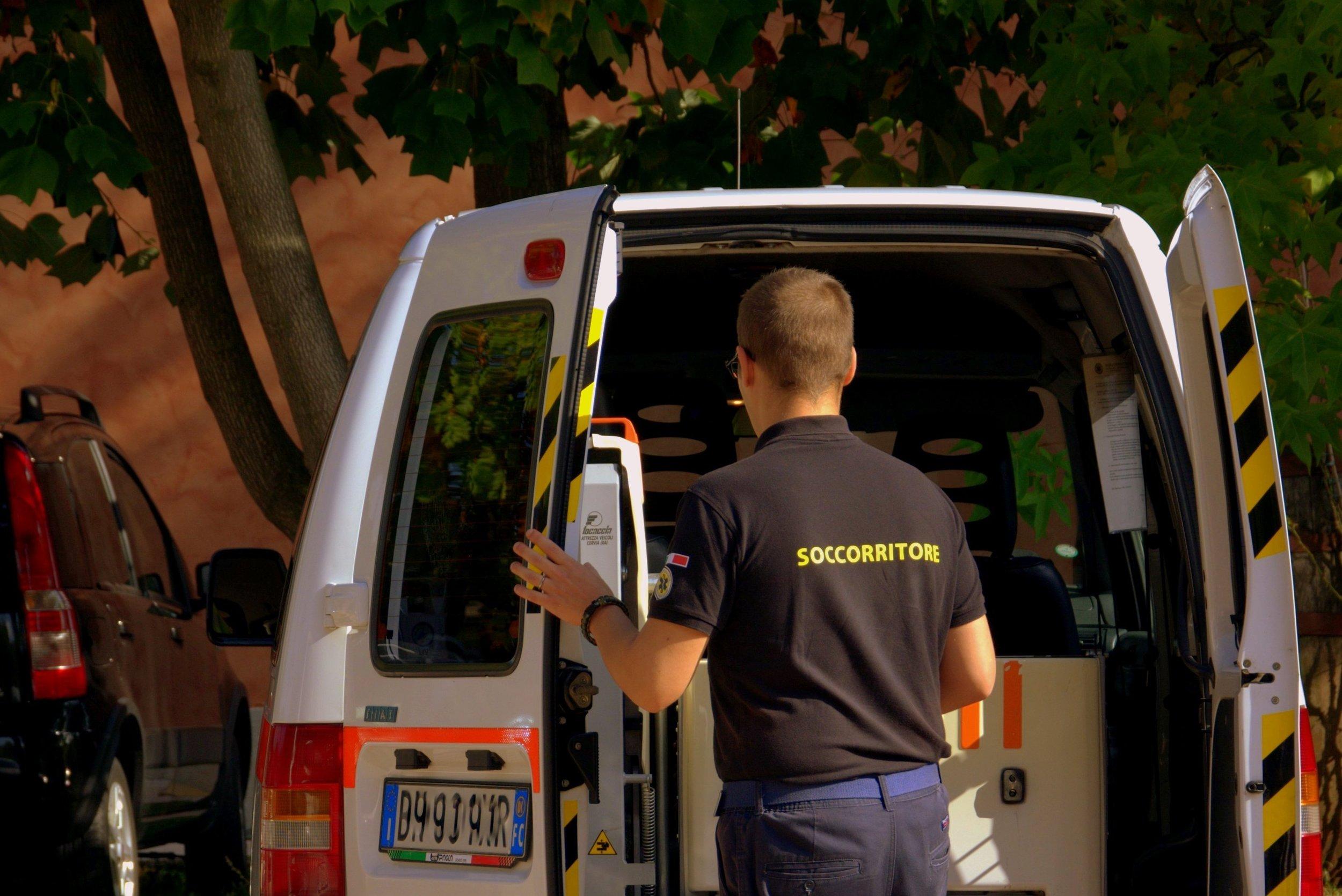 rescuer-1754324.jpg