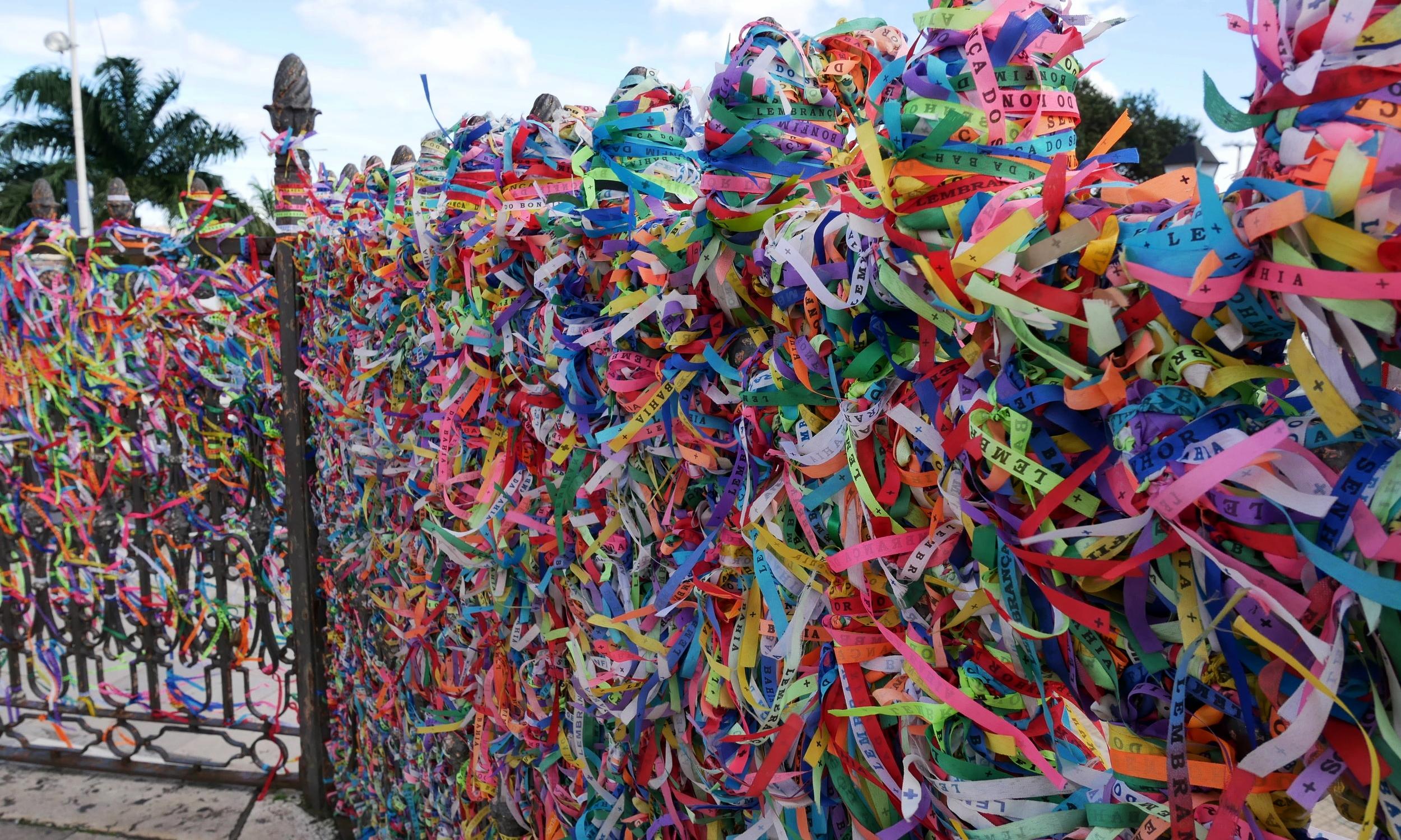 Fitas (ribbons) along the gates of Igreja do Nosso Senhor do Bonfim