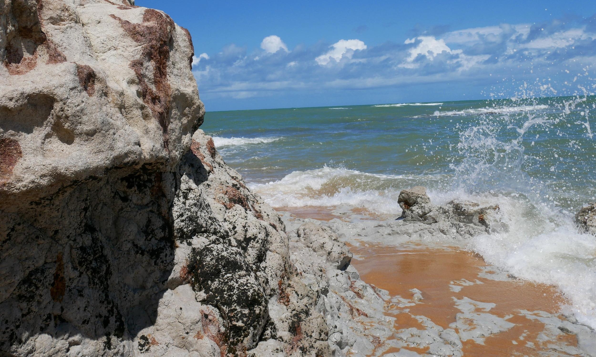 Waves crashing on the beautiful Praia do Espelho