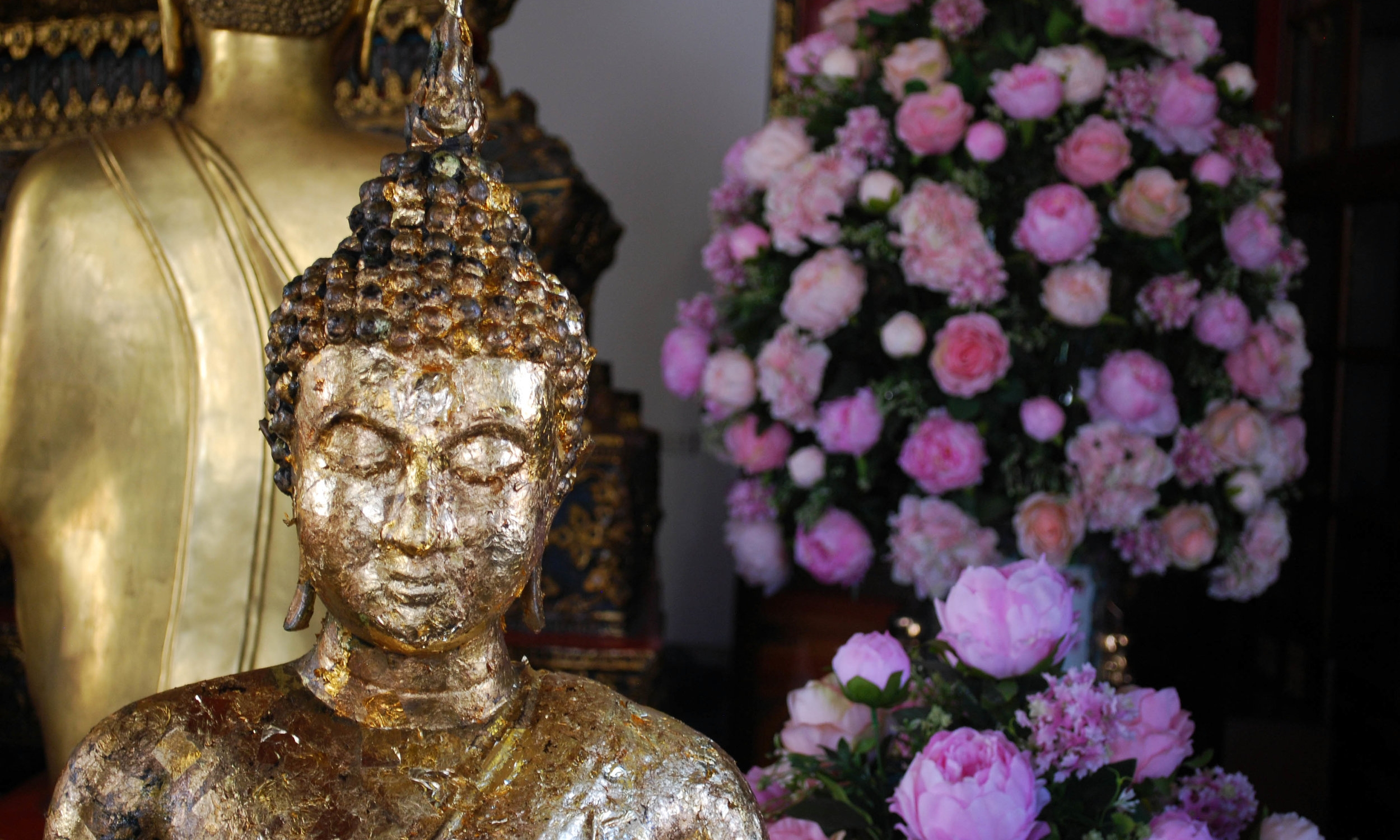 Beautiful buddha and flowers at Wat Pho