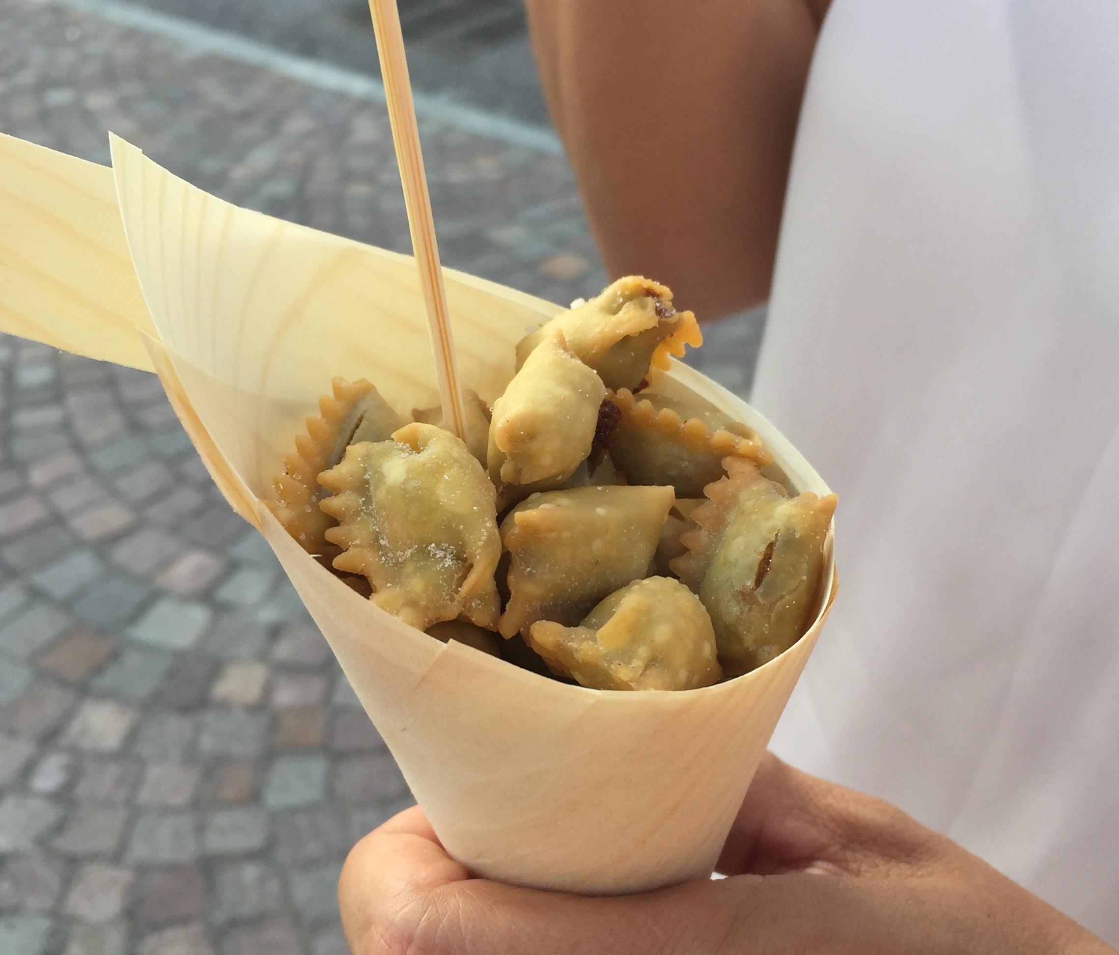 Massa recheada frita - Agnolotti del Plin - pasta tipica piemontese fritos