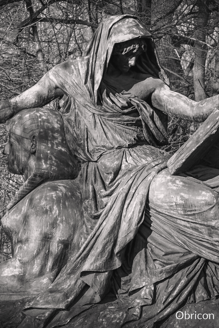 #statue #reading.jpg