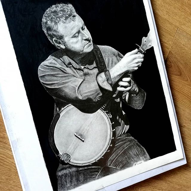 This is one of my recent drawings of the very well known banjo and fiddle player, John Carty. 🎻  John was presented with this self portrait when he won the prestigious 'Mike Flanagan Banjo Award' at the @fleadhcheoil in Drogheda a few weeks ago.  Very proud that my portrait of Mike Flanagan is presented every year at the Fleadh as the award.  John is among other winners such as Mick Moloney, Gerry O'Connor and Kieran Hanrahan  @maggiekatemusic . . . 😊🎨 #finnharperartwork #drawing #pencil #artwork #commission #portrait #johncarty #pencildrawing #musician #irishartist #irishartistsofinstagram #irishart #ireland #irishmusician #tradmusic #workinprogress #artshare #artofvisuals #instaart #staedtler #fleadh #artist #banjo #instaart #instagood #instadaily #instagram #charcoal #pencilart