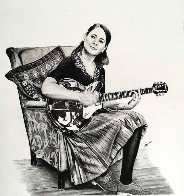 One from a few years back but still one of my favourites.  I was delighted to be asked to draw this commission of the extremely talented singer songwriter, @siomhamusic  This was definitely one of my more detailed pieces and proved fairly challenging with the different lighting,  textures and hand movements.  Siomha has just finished recording her debut studio album over in America with some incredibly talented musicians and producers. Keep an eye out for its release!  In the mean time,  Check her out below!  https://www.facebook.com/siomhamusic/ www.siomhamusic.com - . - . - .  #finnharperartwork #drawing #pencil #artwork #commission #portrait #irish #pencildrawing #musician #irishartist #irishartistsofinstagram #irishart #ireland #irishmusician #tradmusic #workinprogress #artshare #artofvisuals #instaart #staedtler #fleadh #artist #instagood #gibson #guitar #instagram #singer #singersongwriter #siomha
