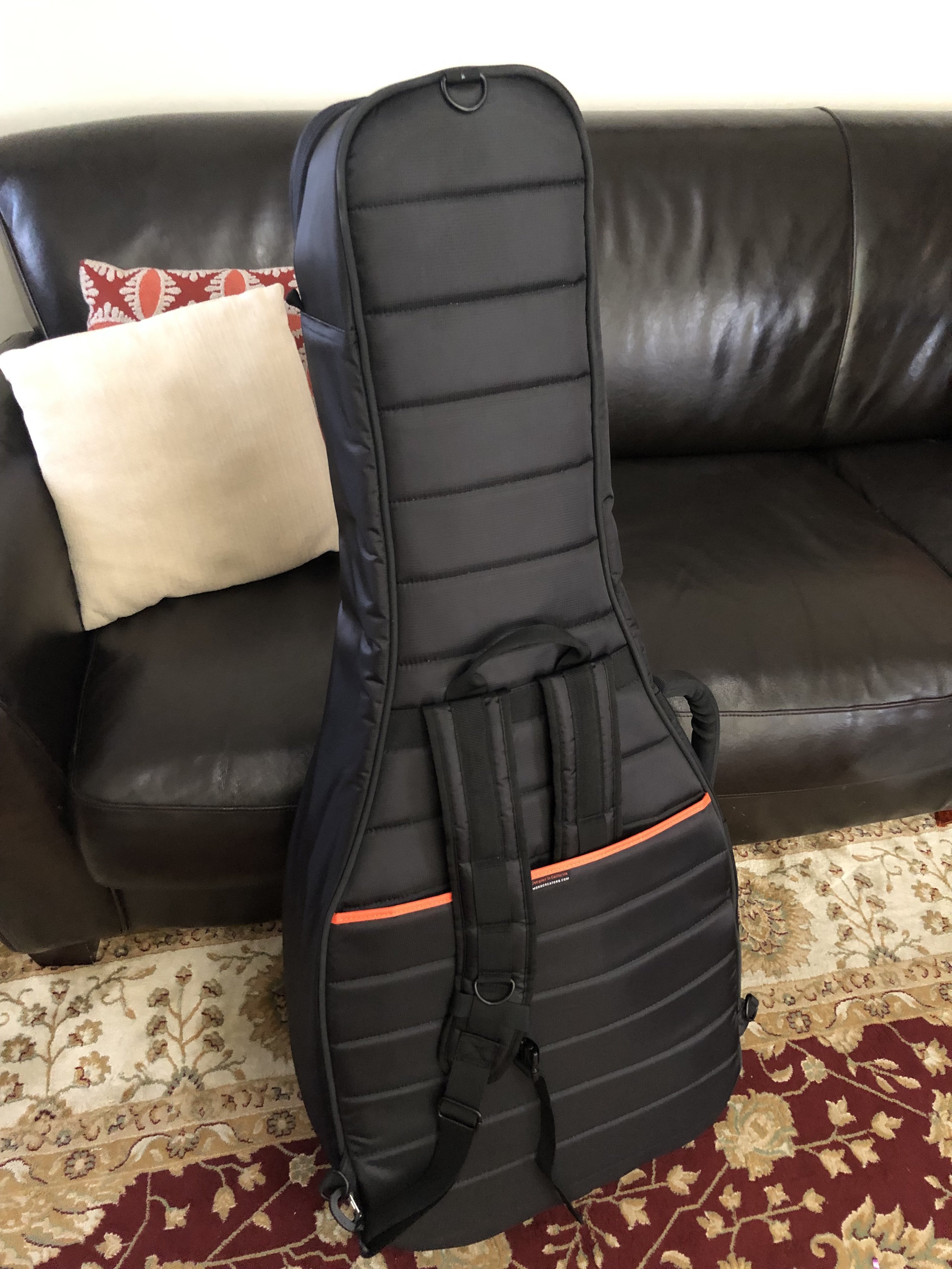 Backpack straps can be hidden, or used with one or both straps.