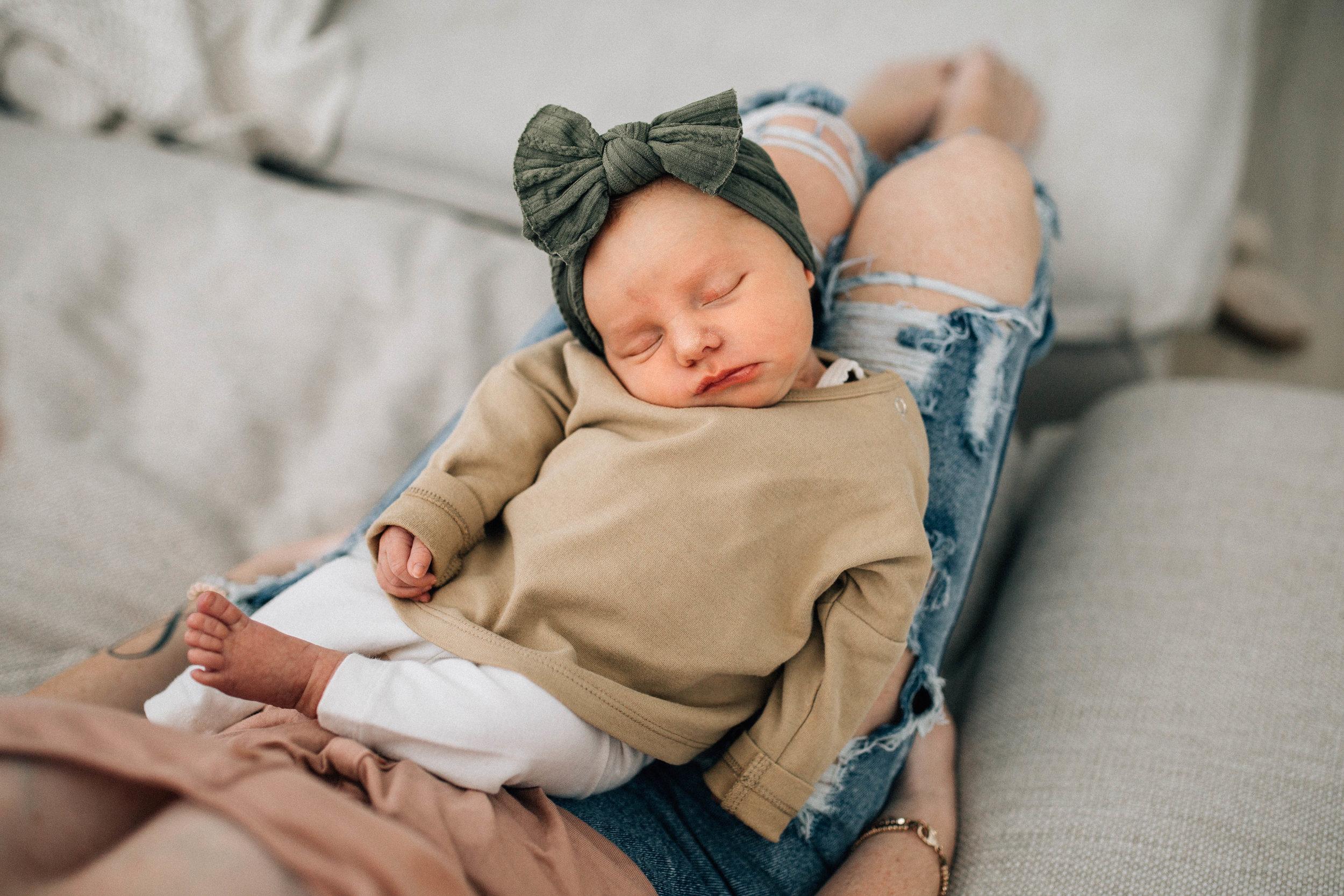 baby-girl-green-bow.jpg