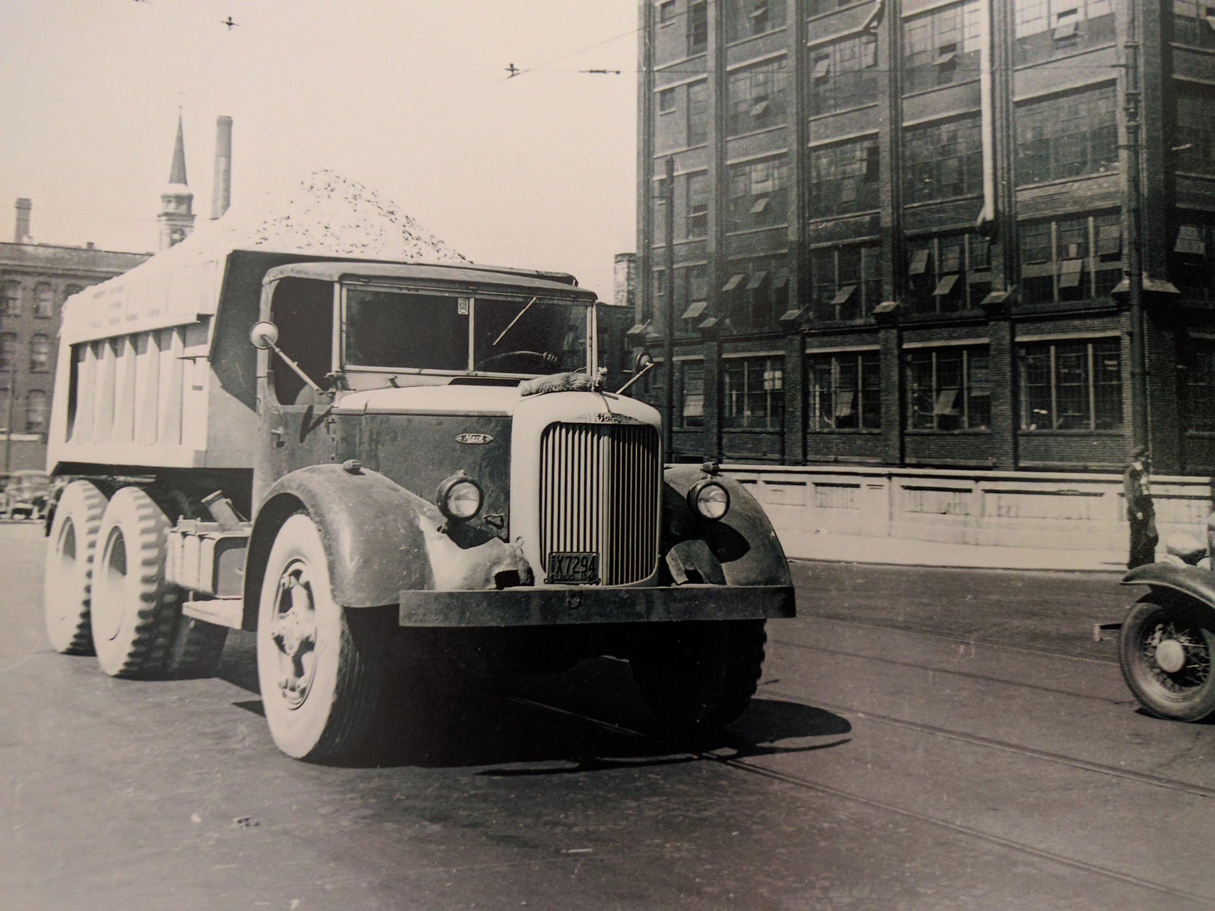 OE-1948 Truck.jpg