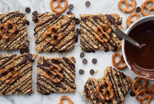 Chewy Chocolate Pretzel Bars