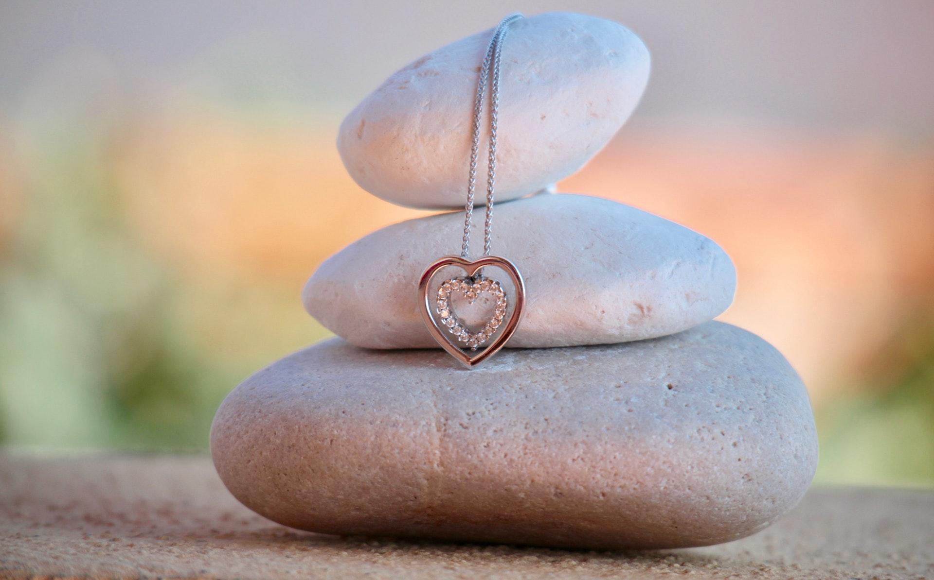 Stresshantering - I det stressade samhälle vi lever i idag är det viktigt att komma ihåg att stanna upp och slappna av. Här nedan finns samlade texter och resurser för att hjälpa dig hitta inspirationen och motivationen till att ge dig själv den avkoppling du behöver.