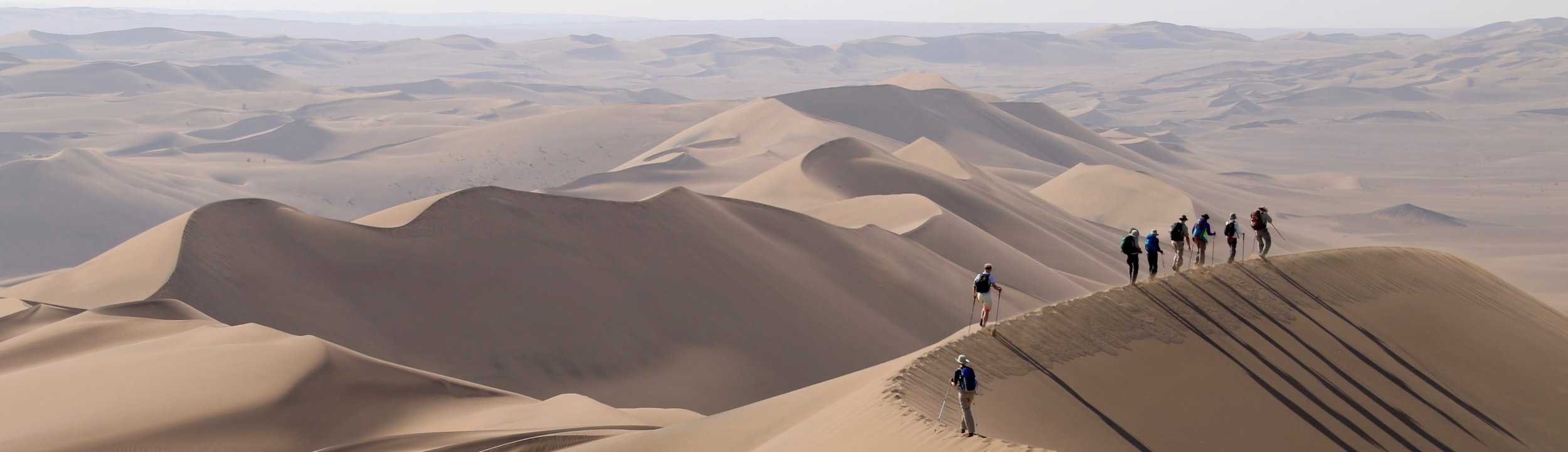 Hikers, dune Lut Desert Iran