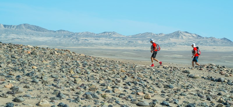 Runners on Day 2, copyright Paolo Avila, Marathon des Sables