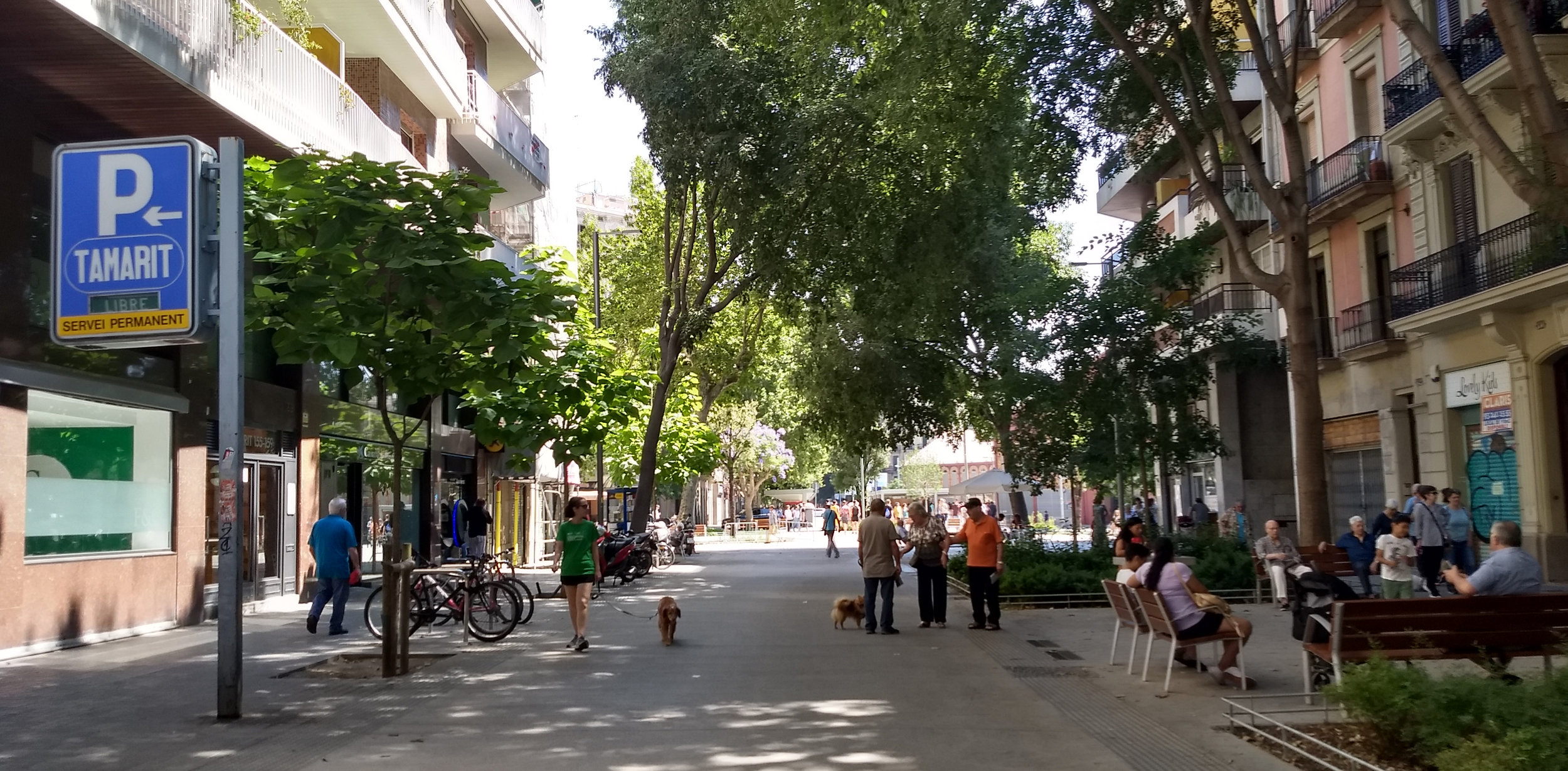 Hétérogénéité dans une rue de Barcelone (photo de Ioana Valero)