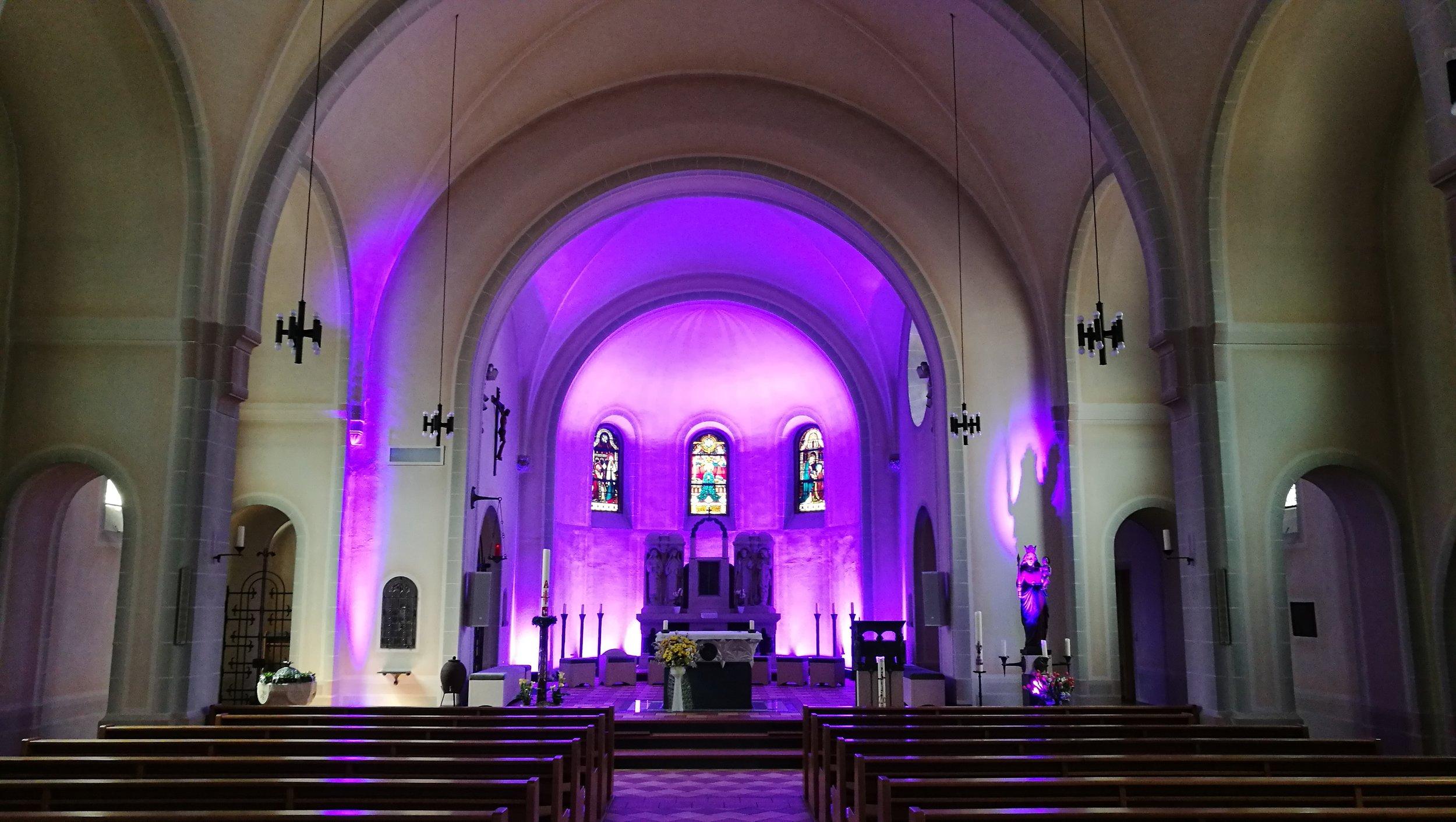 moderne-kirche-korbach.jpg
